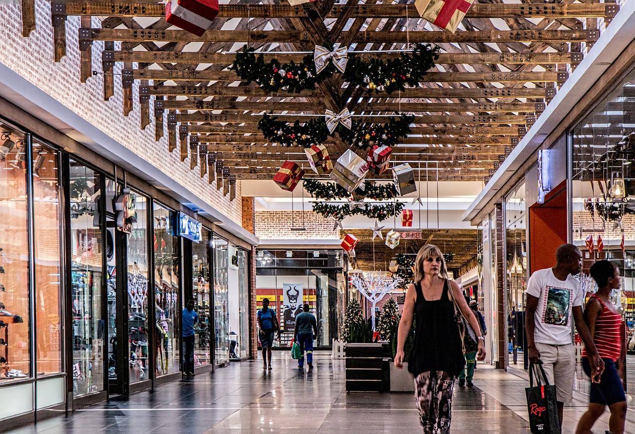 cairns christmas tree esplanade plaza decorations festival xavier herbert park santa carolling festive food central business district