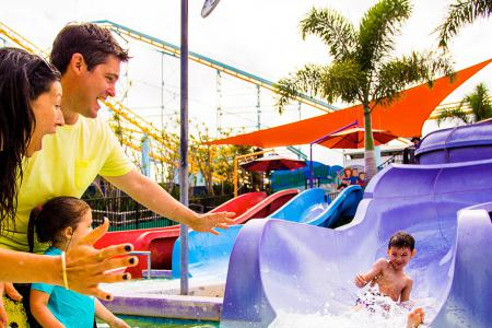 theme park gold coast holoverse inflateable bostacle course aquasplash inflatable water park strong stomach sling shot white world