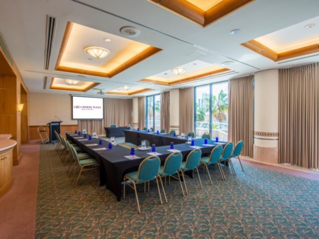 4 best corporate hotels gold coast business surfers paradise marriott resport spa palazzo versace hotel crowne plaza sheraton grand mirage resort